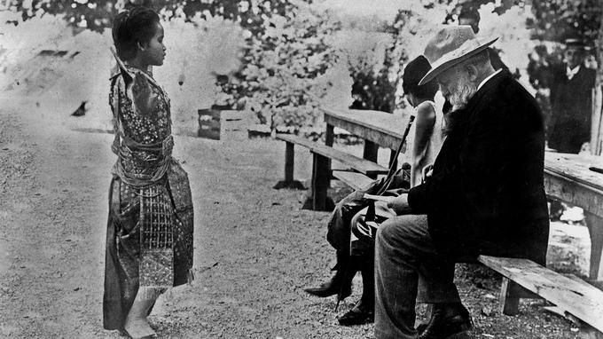 Auguste Rodin croquant une jeune Cambodgienne du Ballet royal en 1906.