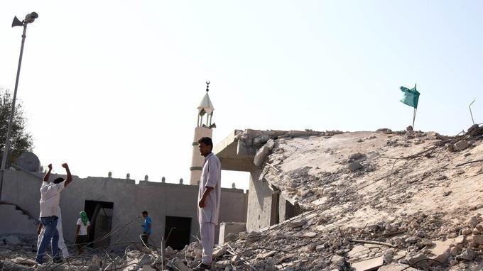 Décombres d'une école et d'une mosquée à l'est de Zliten (25 juillet 2011).