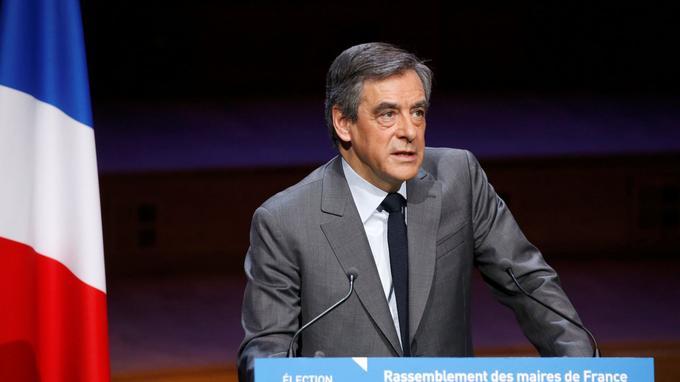 François Fillon hier devant l'Association des maires de France.