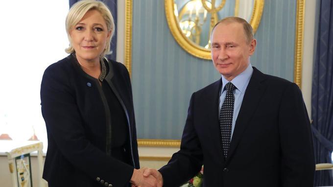 Marine Le Pen et Vladimir Poutine, ce vendredi.