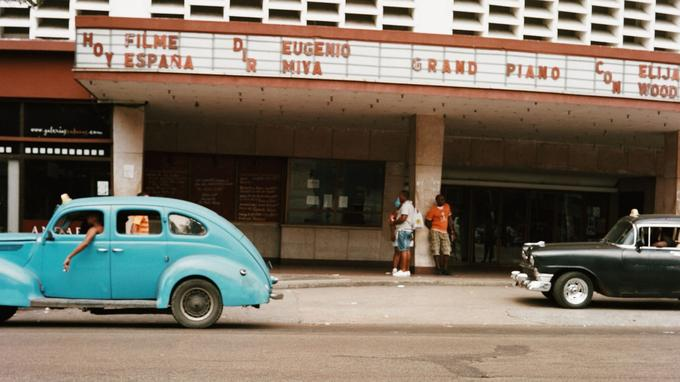 De vieilles américaines dans les rues de la Havane. © Olivier Romano