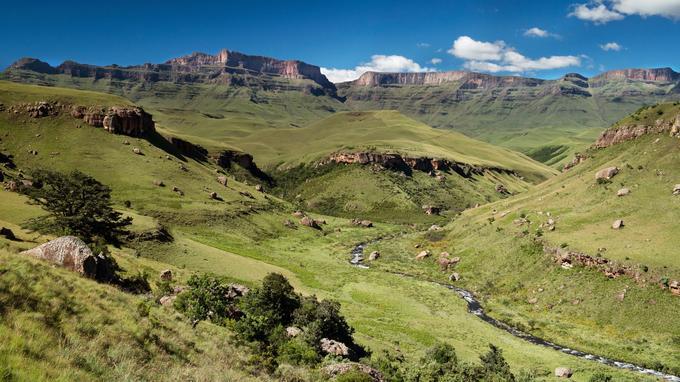 Giant's Castle, fief du peuple amaHlubi. Selon lui, les Drakensberg se dressent comme « un mur de sagaies » infranchissable.
