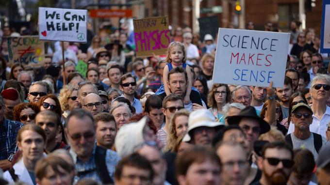 Des milliers de personnes se sont retrouvées dans les rues de Sydney pour soutenir la science et la recherche. Ils ont répondu à l'appel lancé par les organisateurs qui souhaitent que ces manifestations ne concernent pas que les chercheurs mais tous les citoyens.