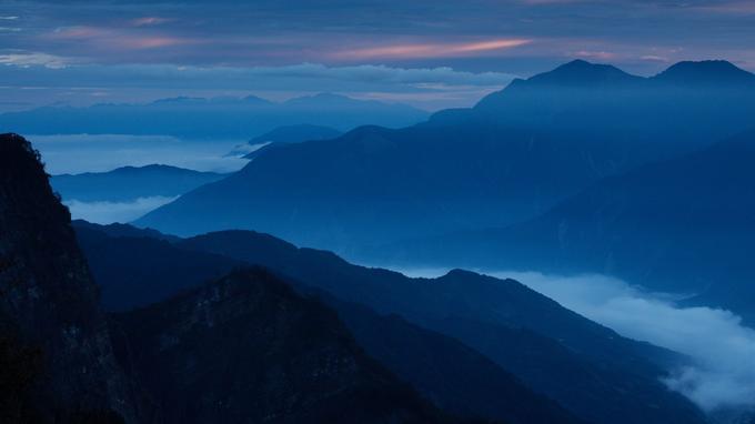 Au-dessus des cyprès millénaires de la forêt d'Alishan, dans le centre de l'île, le belvédère de Zhushan domine la fameuse mer de nuages.