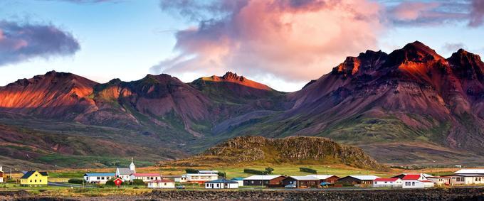 Dans le fjord de Borgarfjödur, la mer, le ciel et les montagnes changent de couleur en un instant, comme par magie.