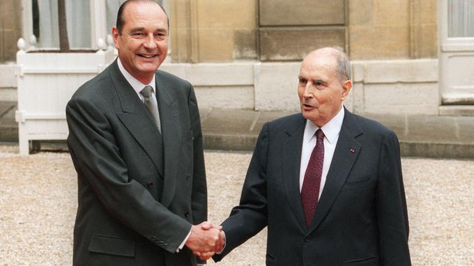 14 ans après être devenu président, François Mitterrand passe le pouvoir à Jacques Chirac.