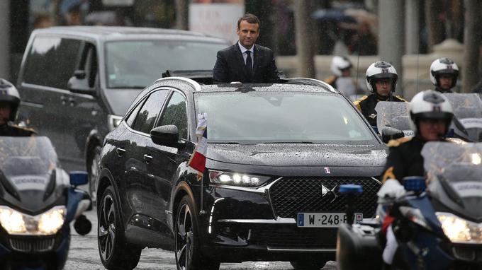 Emmanuel Macron dans la DS7.
