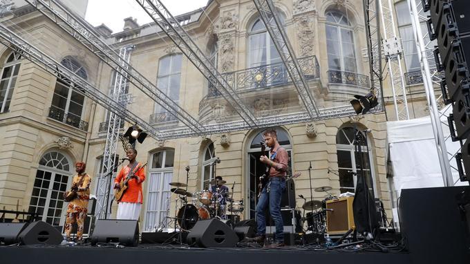 La musicienne malienne Rokia traore lors du concert à l'Hôtel de Matignon en 2016.
