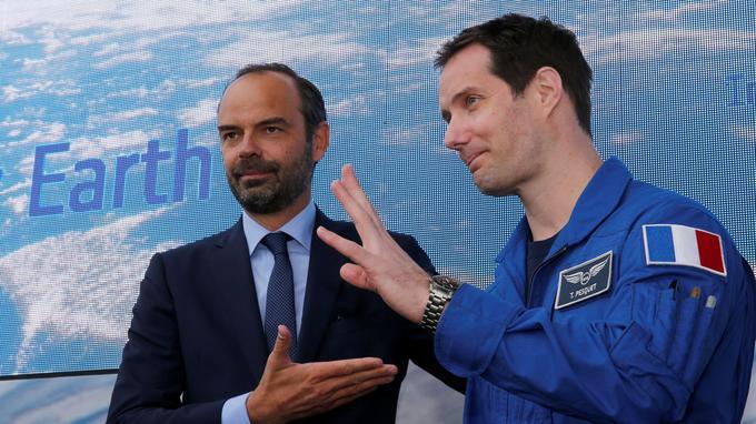 Le premier ministre Edouard Philippe et l'astronome français Thomas Pesquet. (Reuters.)