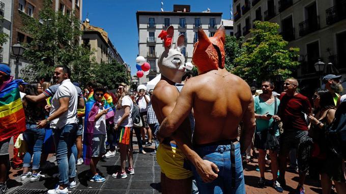 Des participants de la «WorldPride parade» à Madrid.