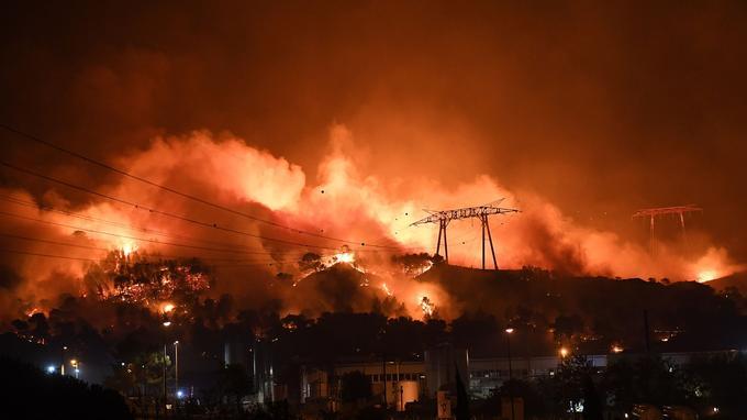 Incendies aux portes de Marseille en 2016. <i>BORIS HORVAT / AFP</i>