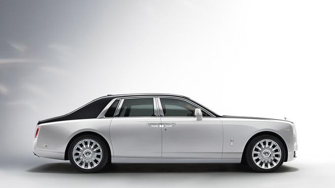 Les designers ont conservé le thème stylistique du modèle précédent mais les lignes ont gagné en finesse.