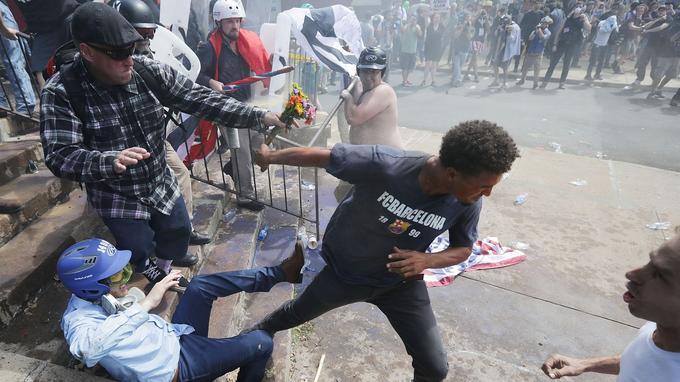 Membres de groupuscules d'extrême-droite et militants antiracistes se sont violemment opposés.