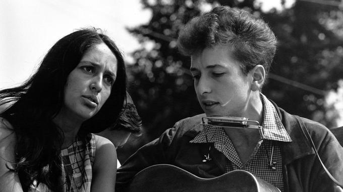 Joan Baez et Bob Dylan en 1963.