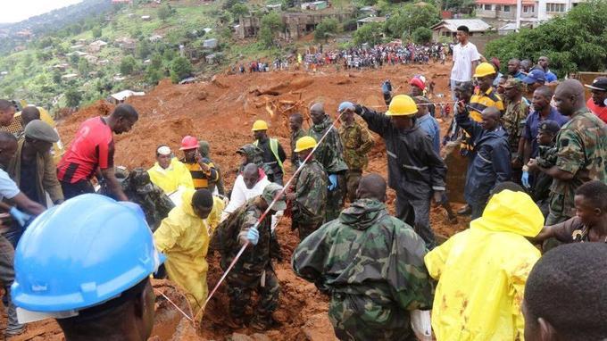 Les secours s'organisent à Freetown.