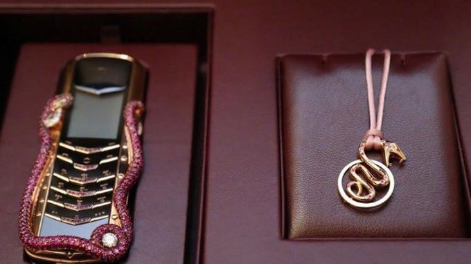 Le Vertu Signature Cobra et son médaillon.