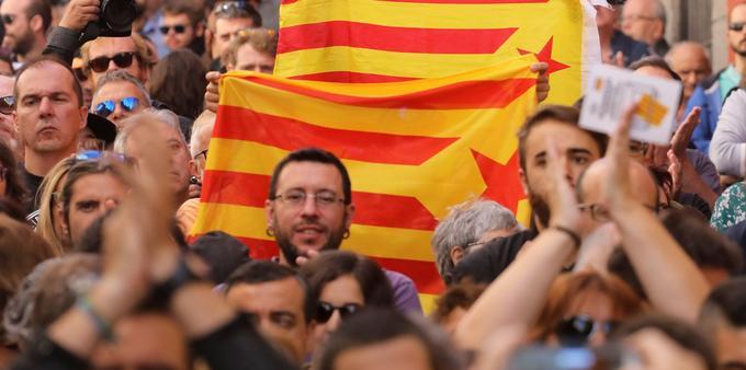Des manifestants lors du rassemblement pro-référendum à Madrid, dimanche.
