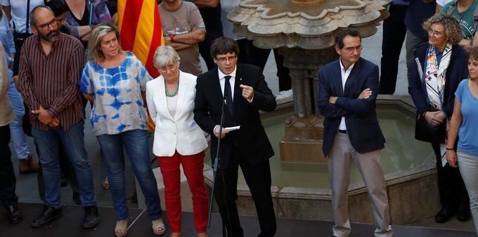 Le président catalan Carles Puigdemont, jeudi, lors de sa rencontre avec des enseignants favorables au référendum.