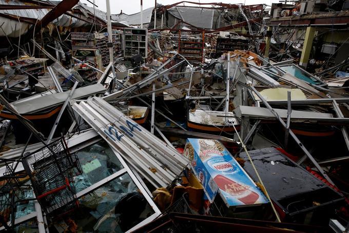 Les débris d'un supermarché après le passage de l'ouragan Maria à Guayama, à Porto Rico.