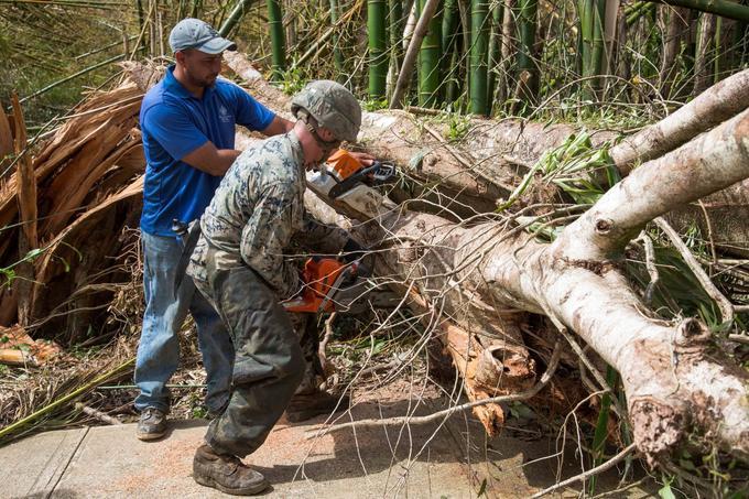 L'armée arrive petit à petit sur l'île pour aider les habitants après le passage de l'ouragan.