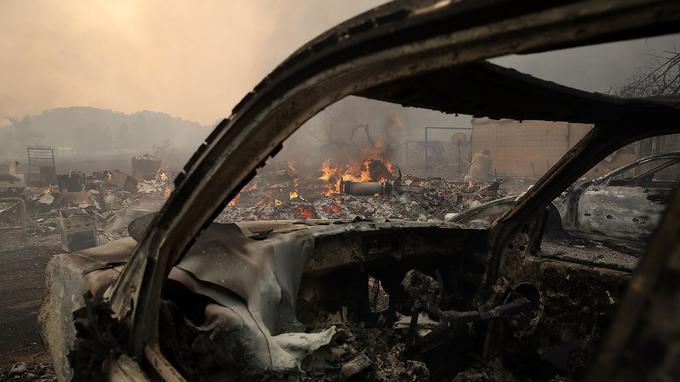 Des véhicules ont été brûlés.