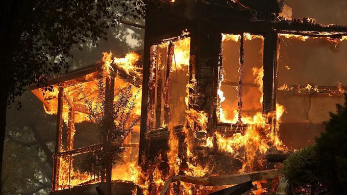 Les flammes ont brûlé plusieurs habitations en Californie.