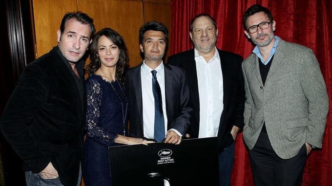 Jean Dujardin, Berenice Bejo, Thomas Langmann, Harvey Weinstein et Michel Hazanavicius en route pour les Oscars avec «The Artist» en 2012.