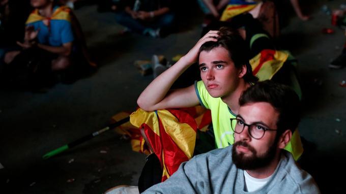 Les visages se sont fermés après l'annonce de la suspension de la déclaration d'indépendance.