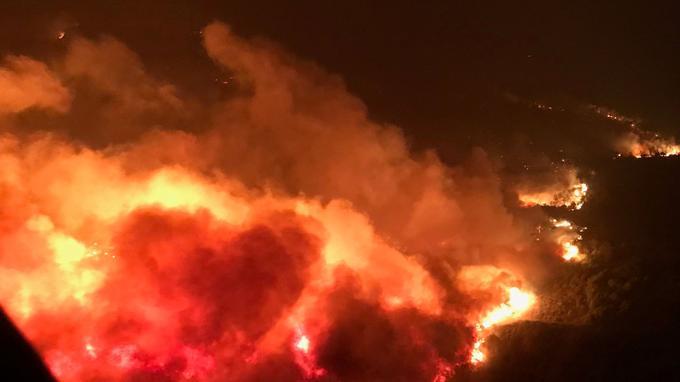 Le feu photographié par les secours ravage le comté de Napa, en Californie. <i>Crédits photo: REUTERS</i>