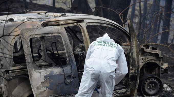 Une personne est décédée dans un accident de voiture en tentant d'échapper aux flammes.