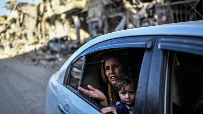 Asya et sa famille ont pu revoir le quartier où ils vivaient, à Raqqa, avant de fuir la ville en début d'année.