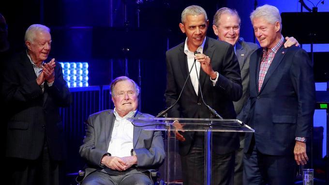 De gauche à droite: Jimmy Carter, George H.W. Bush, Barack Obama, George W. Bush et Bill Clinton.