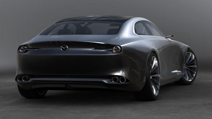 Le traitement de l'arrière rappelle Ferrari et les Aston Martin portant le label Zagato.