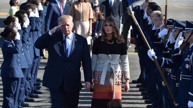 Le président Donald Trump et son épouse Melania, en arrivant au Japon.