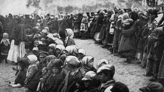 Distribution de pain lors de la famine en Russie dans les années 1920-1921.