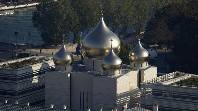 La nouvelle cathédrale russe de la Sainte-Trinité quai Branly à Paris, dépendant du patriarcat de Moscou.