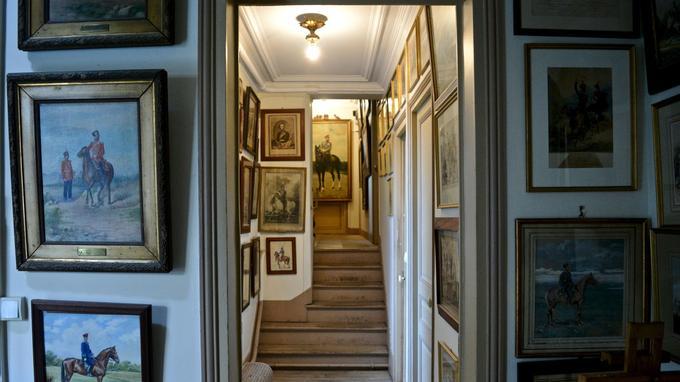 Peintures et gravures de cavaliers cosaques ornent tous les étages du musée.