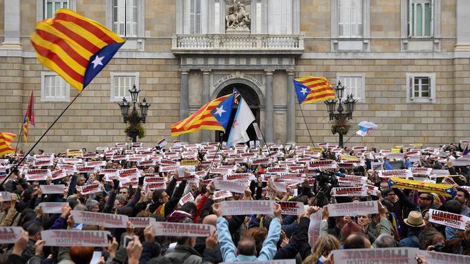 Grèves et manifestations se sont enchaînées, comme ici le 8 novembre.