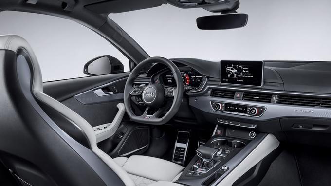 L'ambiance intérieure de la RS4 Avant est celle d'une voiture de grand tourisme.