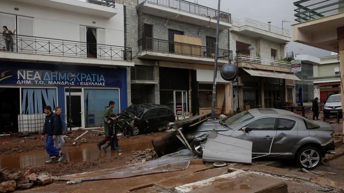 Les rues inondées d'Athènes.