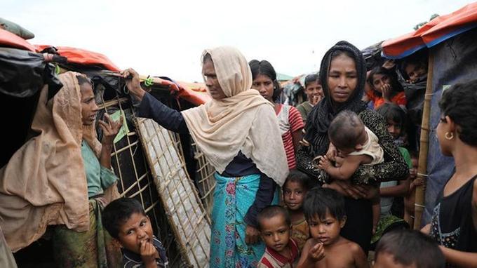 Des femmes et enfants dans un camp au Bangladesh, le 16 novembre 2017.