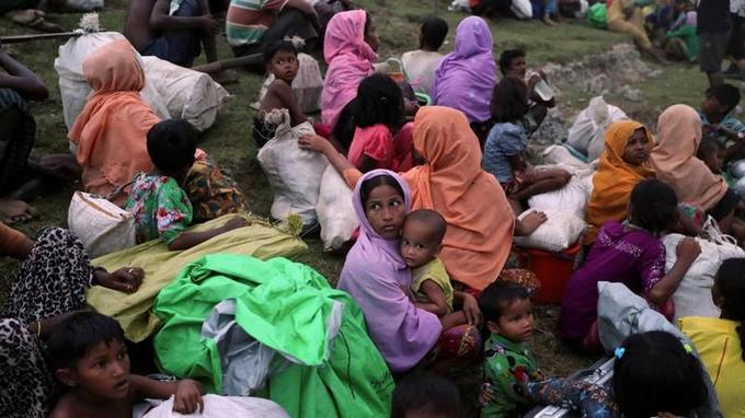 Des réfugiés Rohingyas, après leur traversée du Naf pour rejoindre le Bangladesh, le 12 novembre.