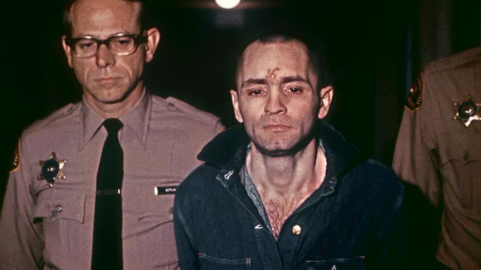 Charles Manson en 1971 avant d'être condamné à mort. Cette peine sera plus tard commuée en détention à perpétuité.