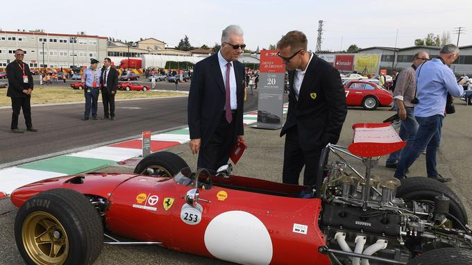 Lors des célébrations des 70 ans, Piero Lardi Ferrari en compagnie du pilote allemand Sebastien Vettel.