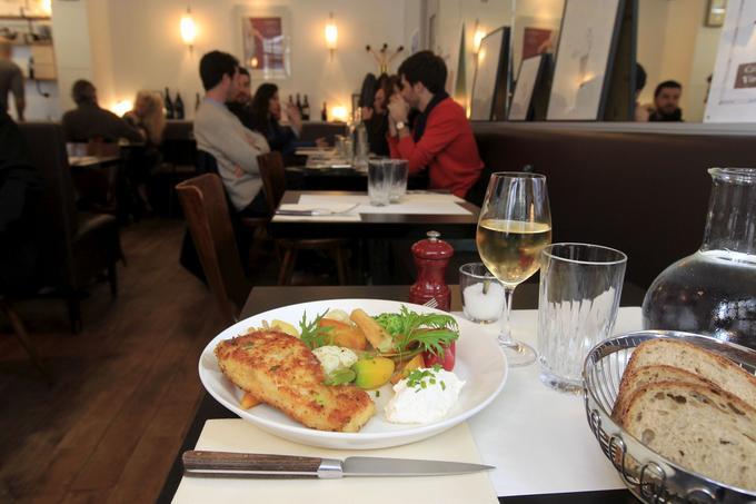 À l'ardoise du Café Trama, ruedu Cherche-Midi (VIe), l'emblématique Fishno Chips.