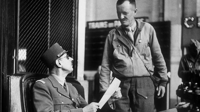 Le général de Gaulle et le général Leclerc à Paris en août 1944.