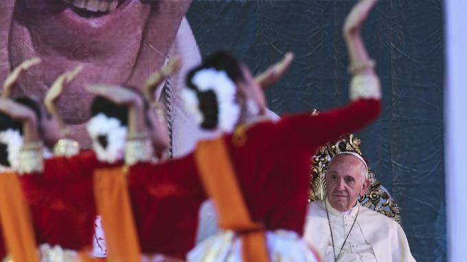 Le pape fraçois à Dacca au Bangladesh.