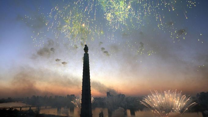 Des feux d'artifice ont célébré le tir du missile.
