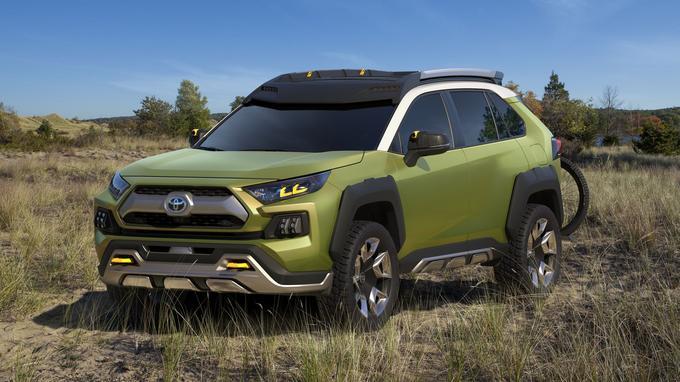 Le Toyota FT-AC (pour Future Toyota Adventure Concept) est un SUV à la haute garde au sol et au look anguleux.