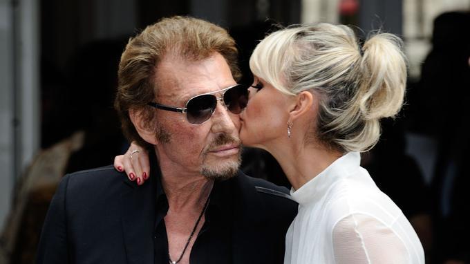 Tendre baiser en pleine fashion week parisienne le 4 juillet 2016.